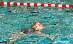 Thumb kleine nachwuchsschwimmerin