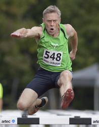 Thumb gerhard zorn beim h rdenlauf w hrend des jedermann zehnkampfs in herzogenaurach am 23 und 24.9.217  foto werner meschede